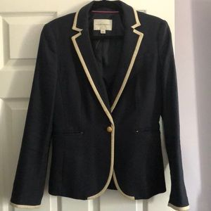It's all in the detail! Blue blazer with tan trim.